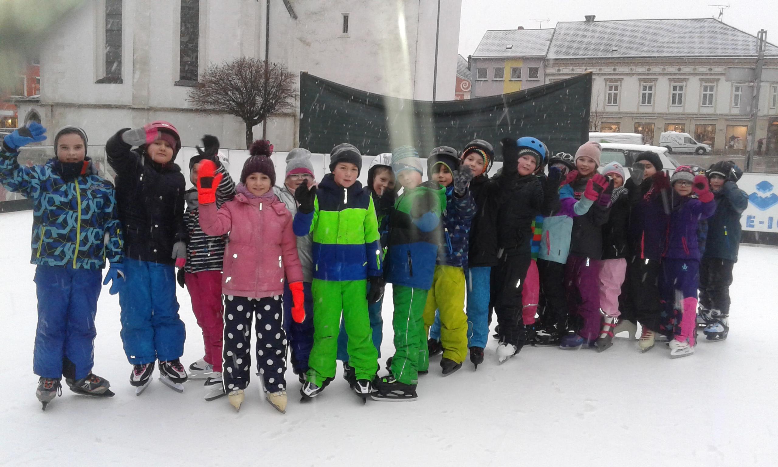 Eislaufen auf dem Hauptplatz